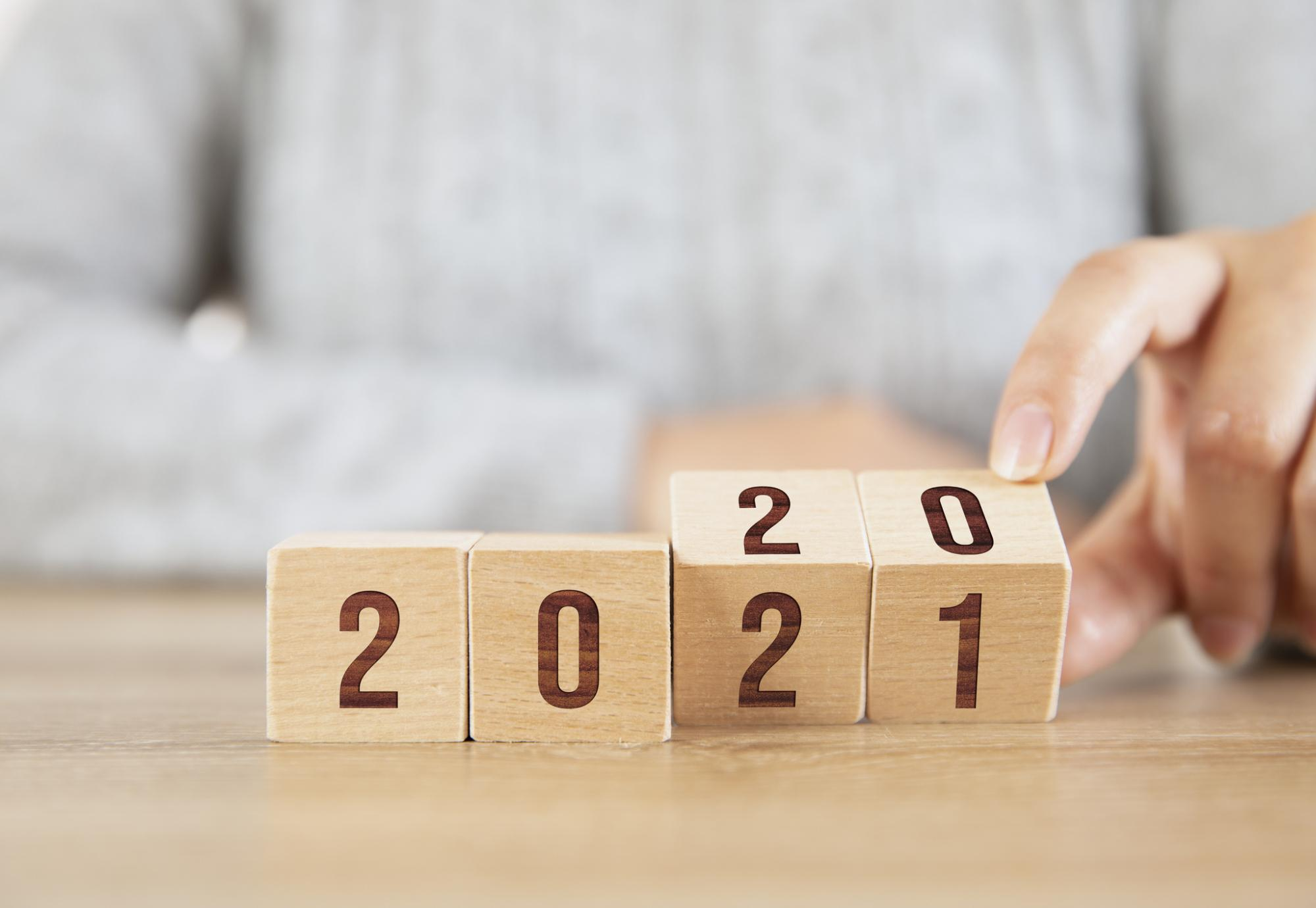 Woman turns over from 2020 to 2021.